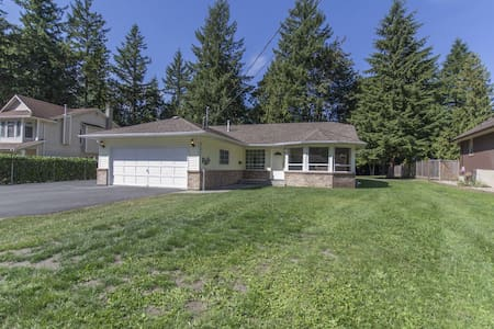 Exquisitely Clean and Spacious Home-Away-From-Home - Cultus Lake