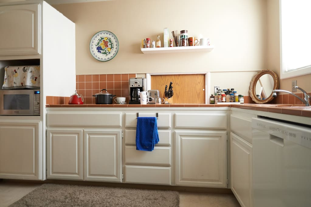A clean kitchen with all the modern conveniences.