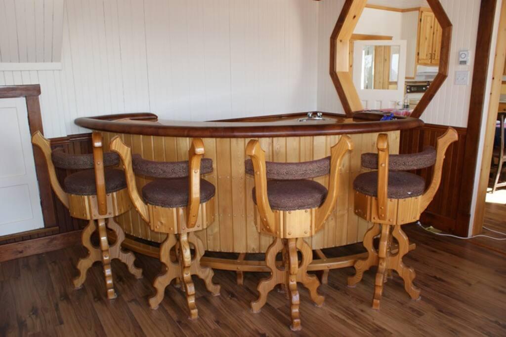 Le salon est même équipé d'un bar sec.