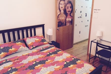 Family Flat in Chinatown (sleeps 6)