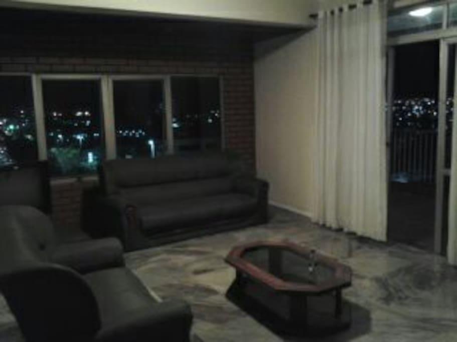 Sala de estar a noite