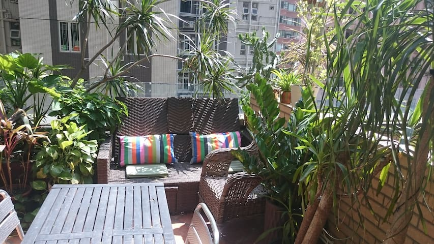 Stylish HK apt with roof terrace - Hongkong