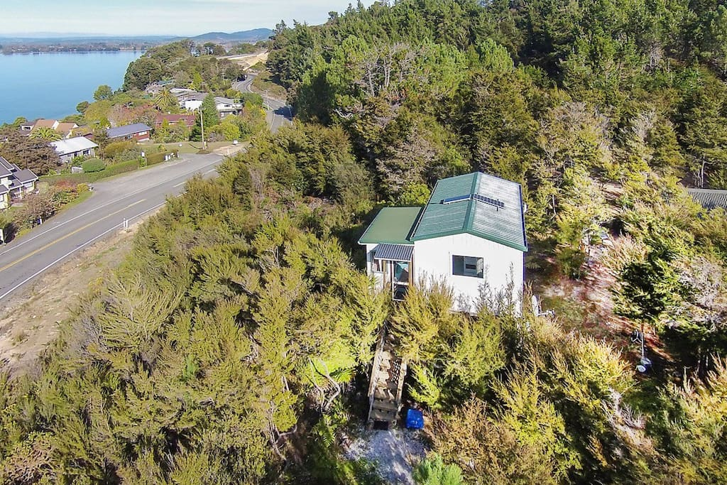 Private Kiwi bach with stunning views