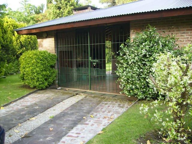 CASA/CHALET con Jardín en Pinamar 30/12 al 14-01 - Pinamar - Casa
