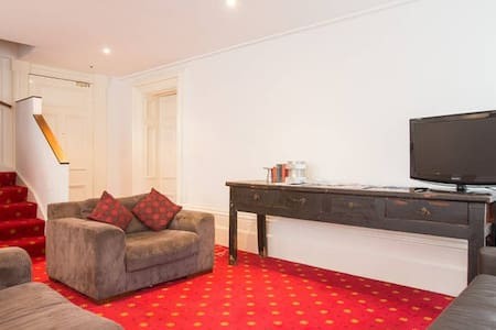 Southern Cross Station - 2 bedroom
