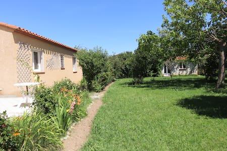 Paisible villa avec grand jardin - Thuir