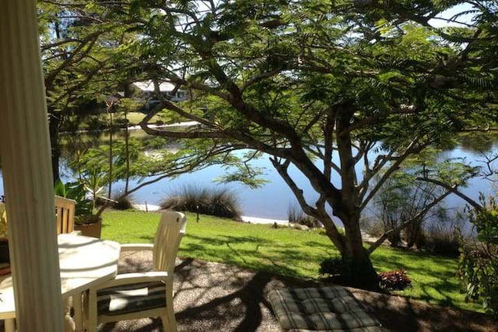 Room 2 Water Frontage Accommodation - Sawtell - Huis