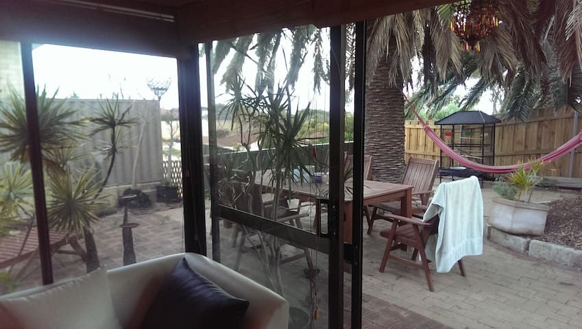 1 double bed & own bathroom, Beach - Quinns Rocks - Dom
