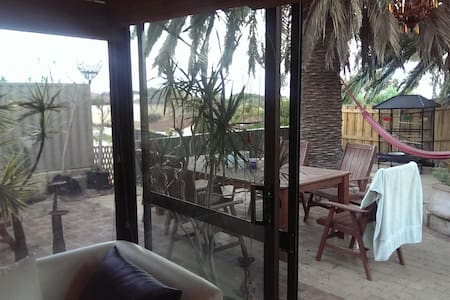 1 double bed & own bathroom, Beach - Quinns Rocks - Ház