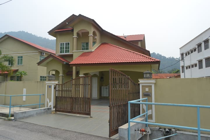 Bungalow House For Rent - Lumut - Maison