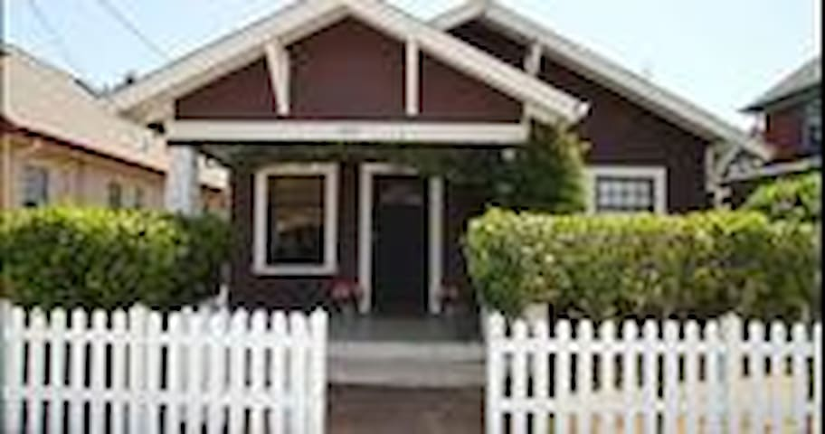 Brite n cozy bungalow near downtown