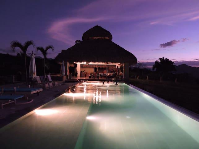 Amazing BaliStyle Villa in Anapoima - Anapoima