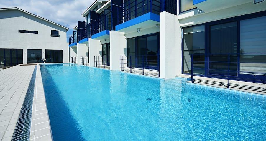 Pool  &  Ocean View Spa - Seogwipo-si - วิลล่า