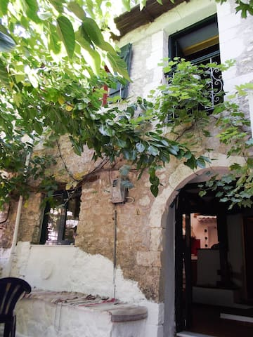 Ellen-Theodora house  kolivata