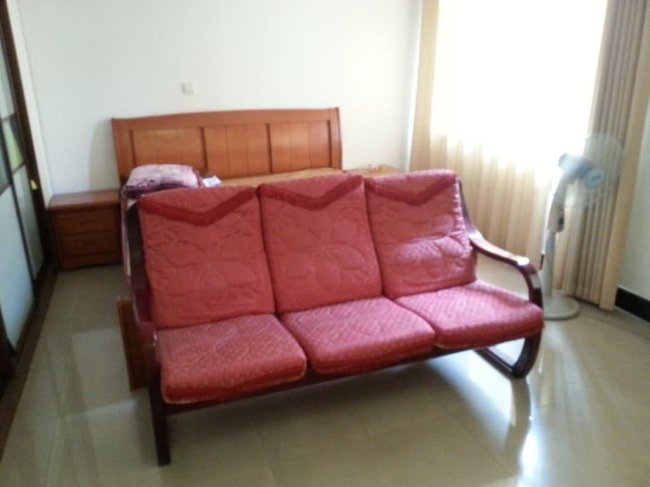 房间有沙发