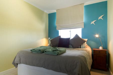 Fremantle Dolphin Retreat Apartment - Fremantle