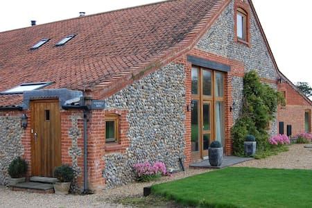 Homefield Barn Studio - 2 miles from the sea - Trunch
