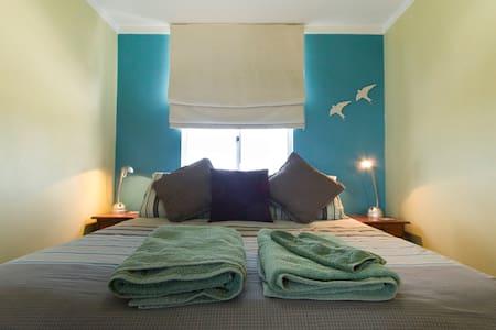 Fremantle Dolphin Retreat Apartment