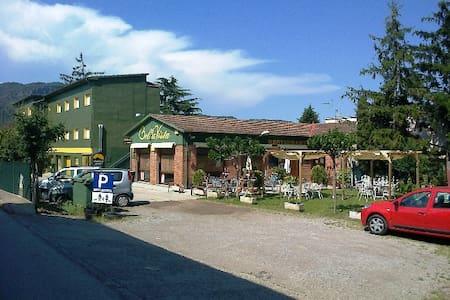 ALBERG BELLAVISTA – BAÑO PRIVADO - Santa Pau - บ้าน
