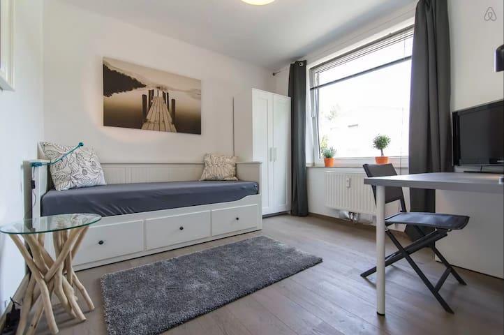 Lovely and Cozy Room - Düsseldorf - Byt