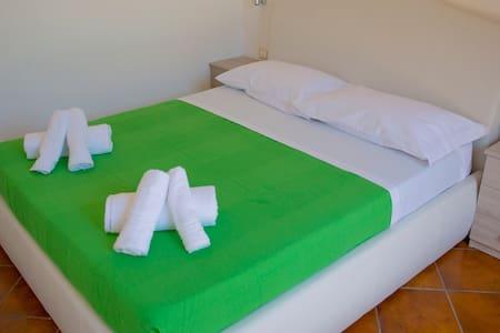 Casa dei Carrubi - Camera Matrimoniale - Provincia di Siracusa - Bed & Breakfast