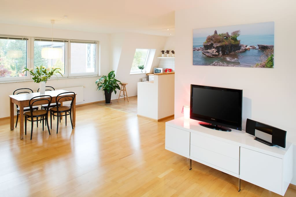 superior style furnished apartment apartments for rent in dusseldorf north rhine westphalia. Black Bedroom Furniture Sets. Home Design Ideas