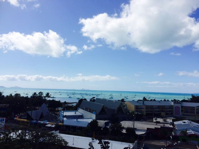 The Ocean View Studio Apartment FREE WI FI & POOL - Airlie Beach