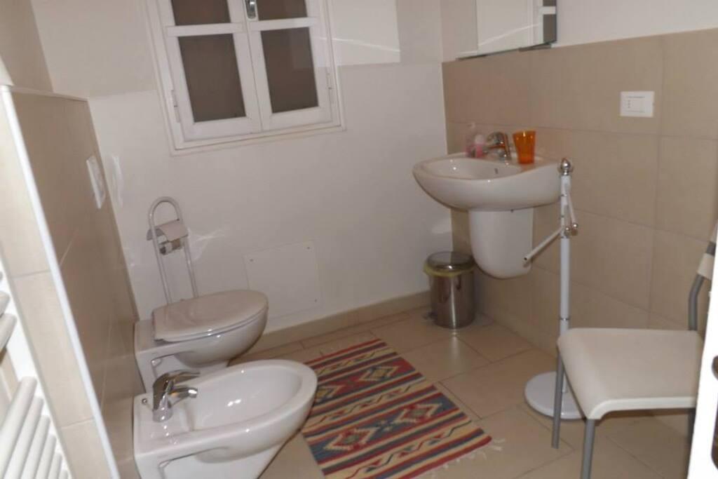 bagno per camera 2 con box doccia