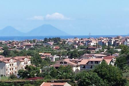 Loft con vista isole Eolie - Capo d'Orlando