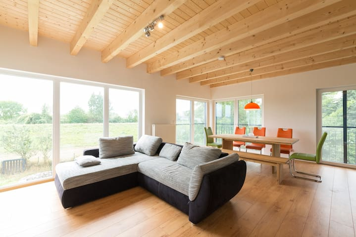 Schickes, helles und modernes Haus am Eicher See - Eich - Casa