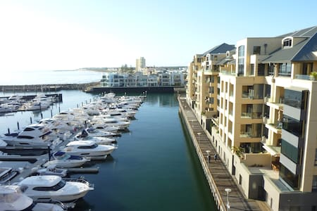 Superb Penthouse Apt Marina Views - Glenelg - Apartament