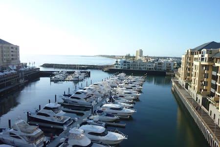 Superb Penthouse Apt Marina Views - Apartment