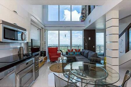1100sq. Brickell's finest building! - Miami - Lakás
