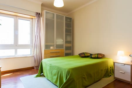 Nice bedroom near metro - breakfast - Lisboa