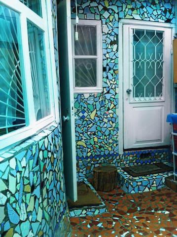 Красочные апартаменты у моря - Sochi - Bed & Breakfast