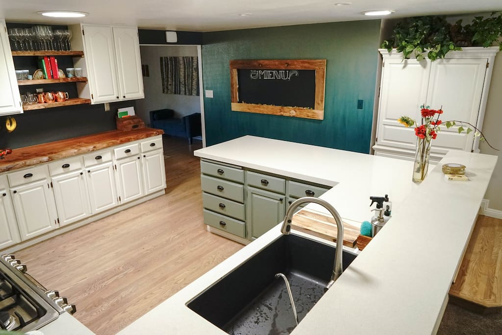 Kitchen connects dining & living rooms together