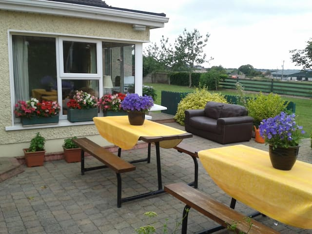 3 bedroom (2 ensuite) Mews by Shannon/Cork Airport - Limerick - (ไม่ทราบ)