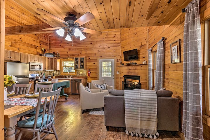 NEW! Beech Mountain Hideaway - 3.5Mi to Ski Resort