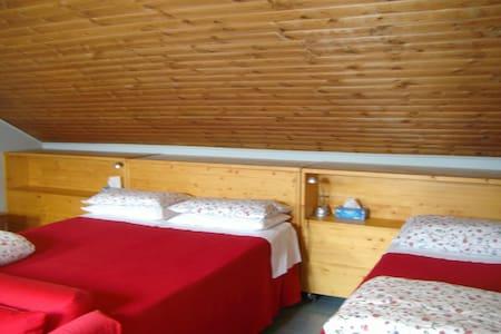 Accogliente camera 5 posti letto - Vercelli