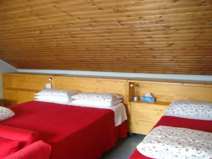 Accogliente camera con bagno 3 posti letto
