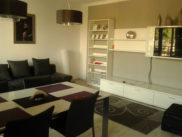 A COSY APARTMENT NEAR THE WOODS - Warsaw - Apartment