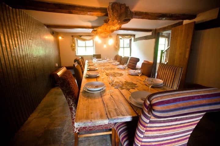 Beautiful  Welsh longhouse retreat