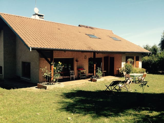 2 bedrooms house in the countryside - Saint-Jean-de-Niost - Penzion (B&B)