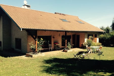 2 bedrooms house in the countryside - Saint-Jean-de-Niost - Bed & Breakfast
