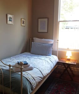 Awesome twin room in lovely villa - Martinborough - Rumah