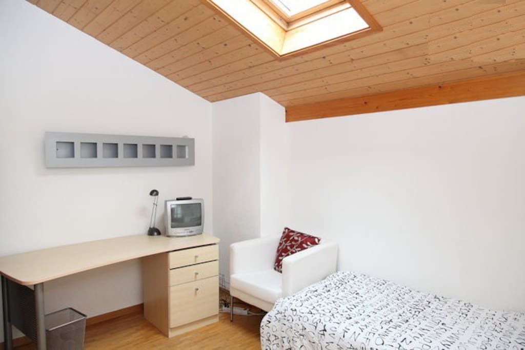 Bedroom on the 1st floor with one single bed