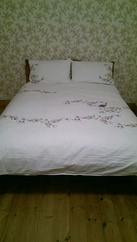 King size bed and en-suite Views - Pontypridd - Ev