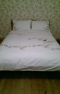 King size bed and en-suite Views - Pontypridd