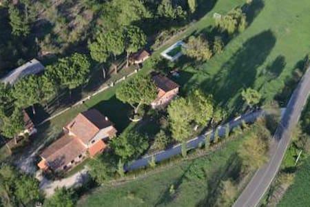Camere in villa con piscina - Magliano Sabina