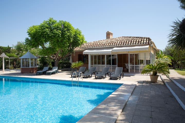 Private villa  with  swimming pool near the beach - Sant Joan d'Alacant - Chatka w górach
